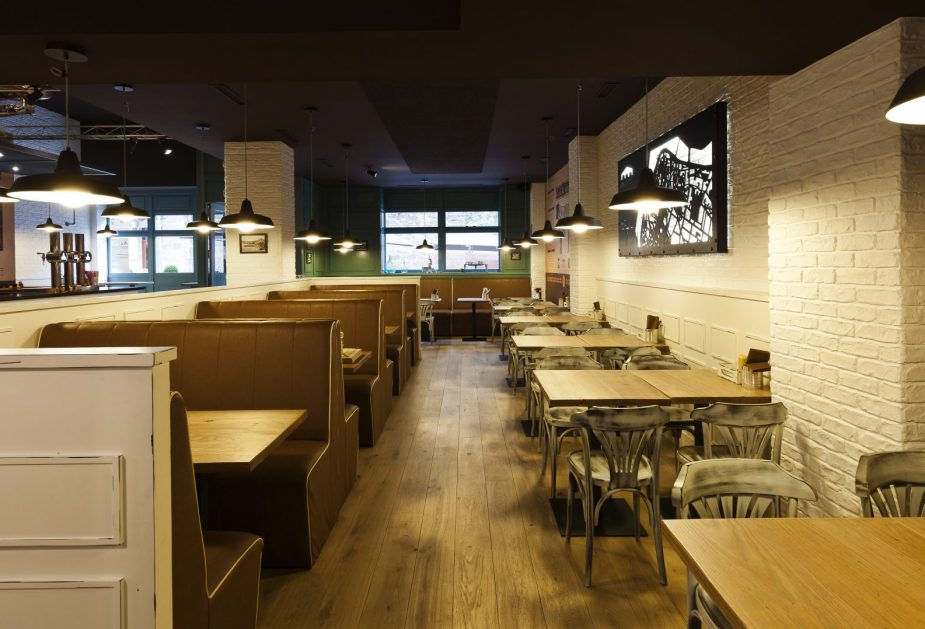 interiorismo-restaurante-la-pepita-burger-bar-pontevedra